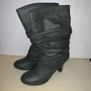 Cathy Jean gray boots. Size: 8.5